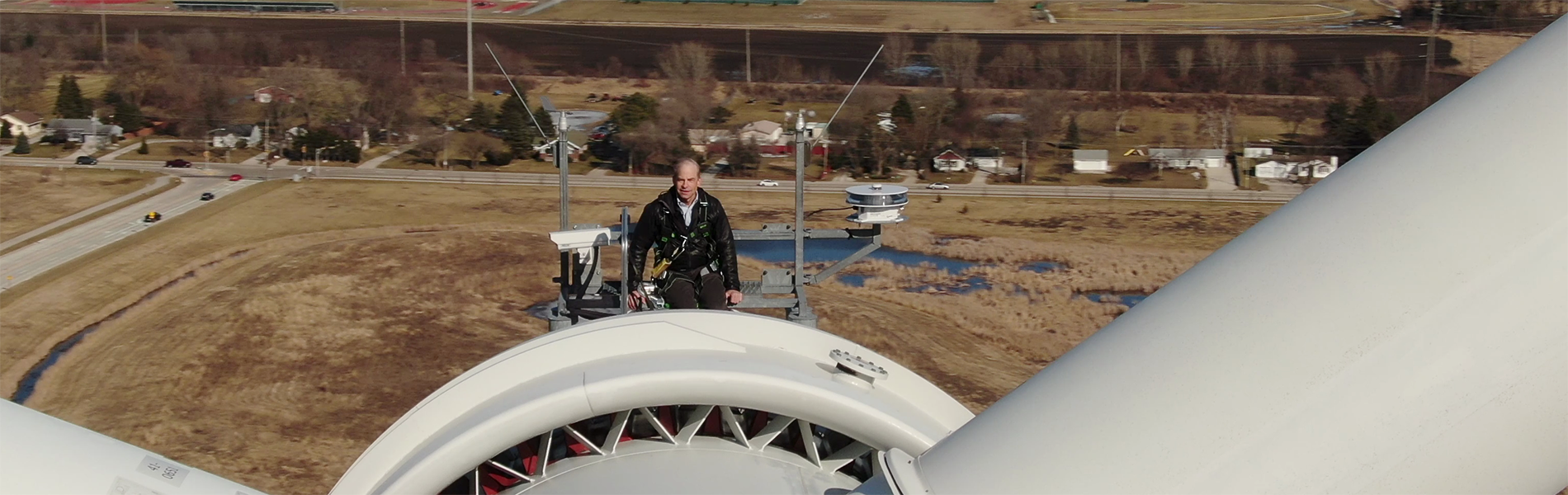 Fisk at the top of a wind turbine