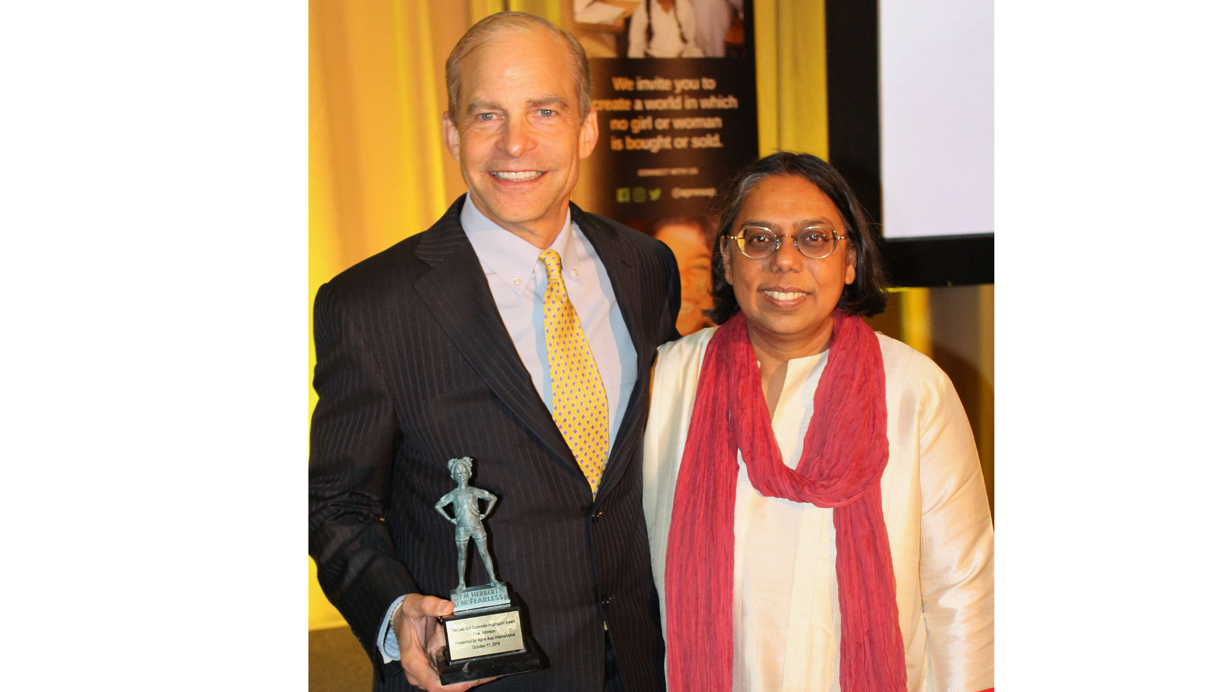 "Fisk Johnson receiving ""The Last Girl Corporate Inspiration Award"" from the anti-sex trafficking group, Apne Aap Women Worldwide (Apne Aap)."