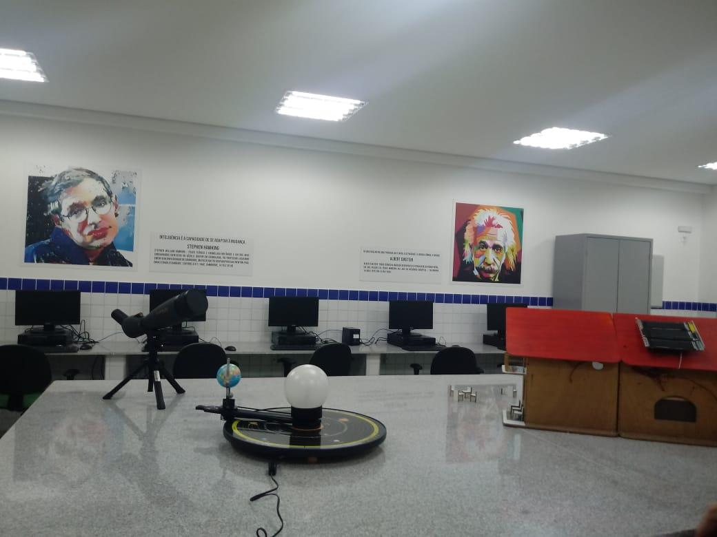 STEM classroom at Escola Johnson