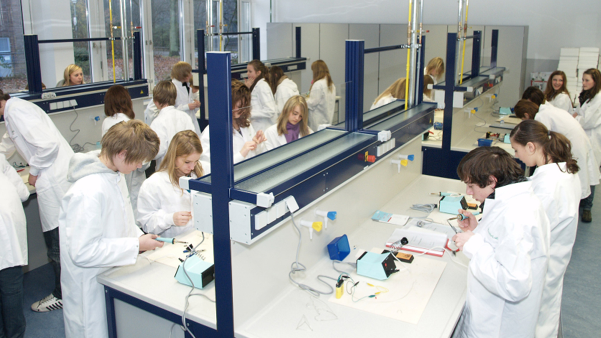 Lab time for students in Germany