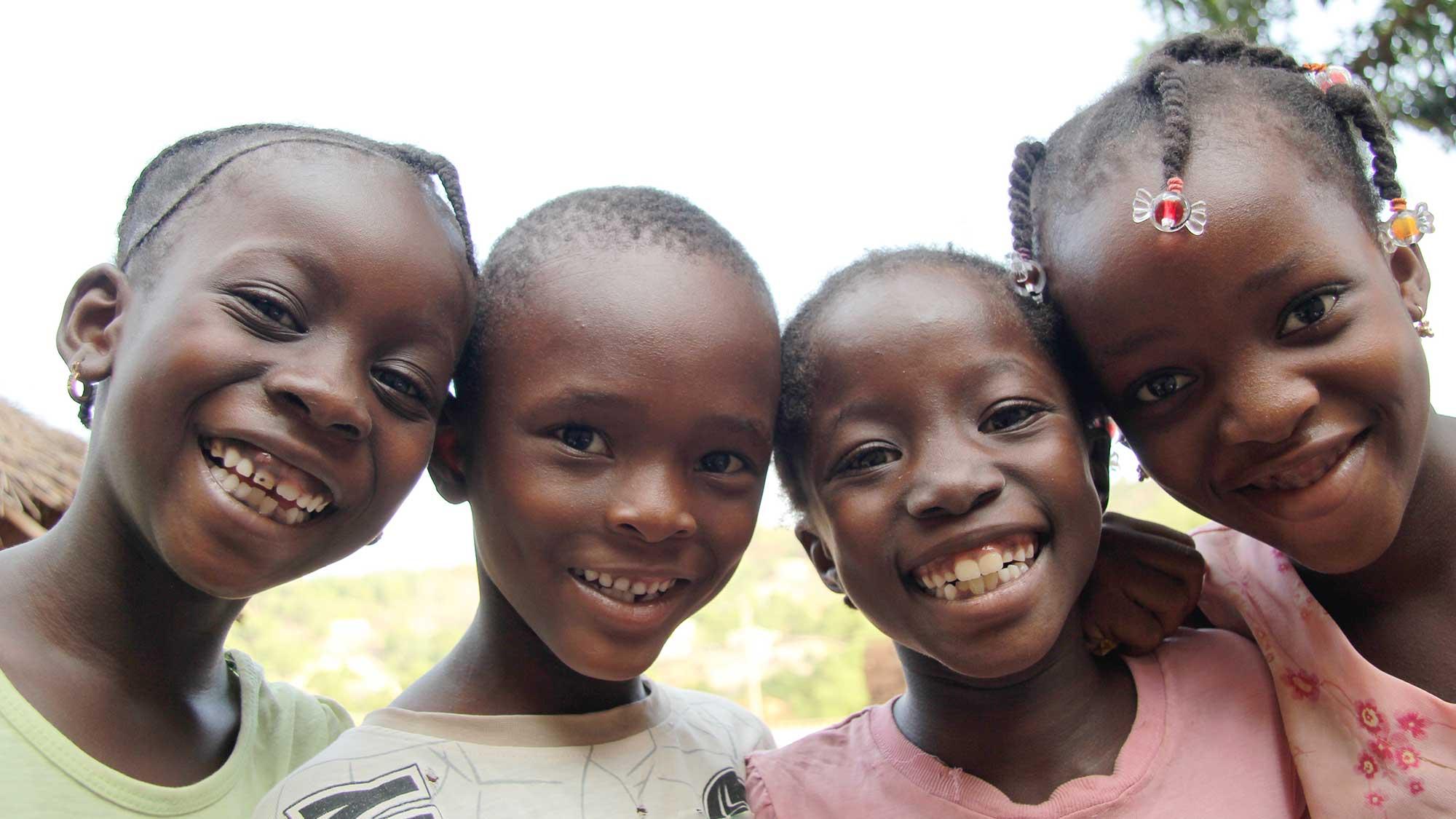 bir grup mutlu çocuk