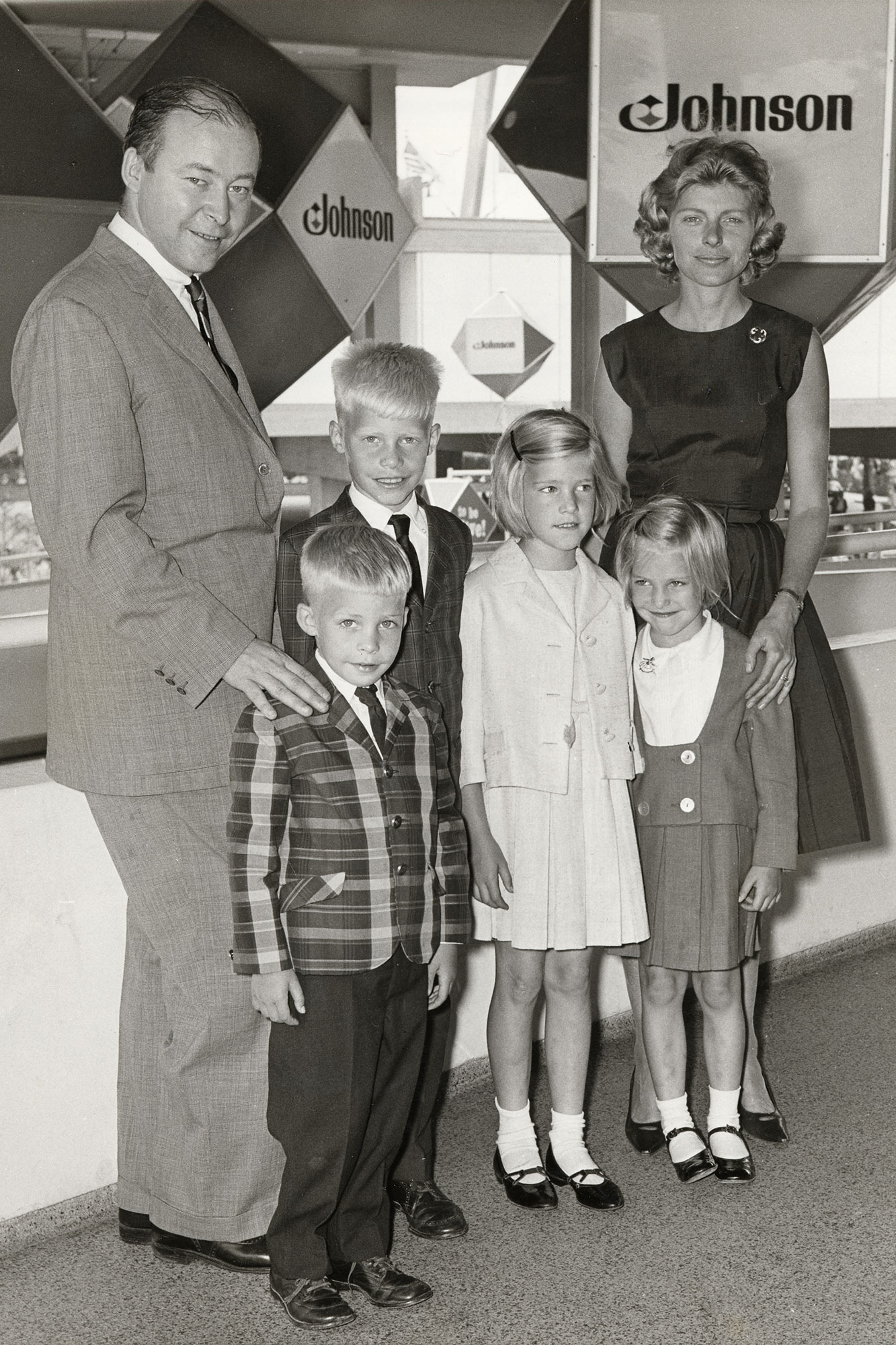 Imogene Johnson z Samuelem C Johnsonem oraz dziećmi podczas wystawy światowej w1964r