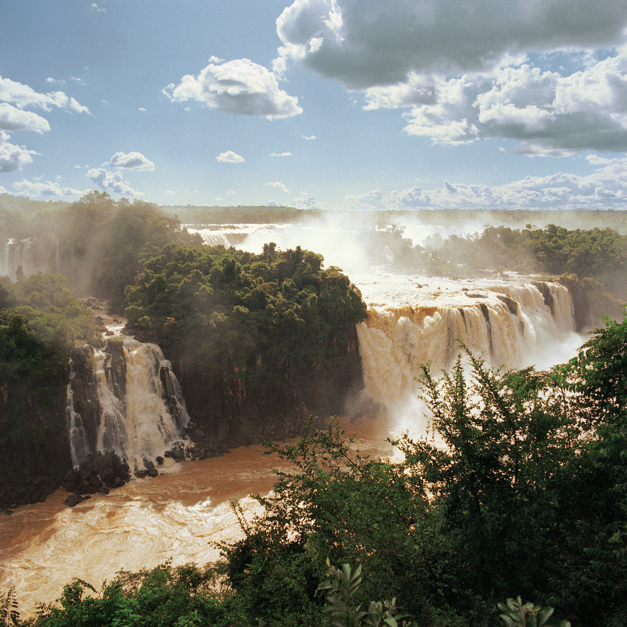 Samuel Curtis Johnson, Jr.'s photography of Noel Kemp Falls in South America