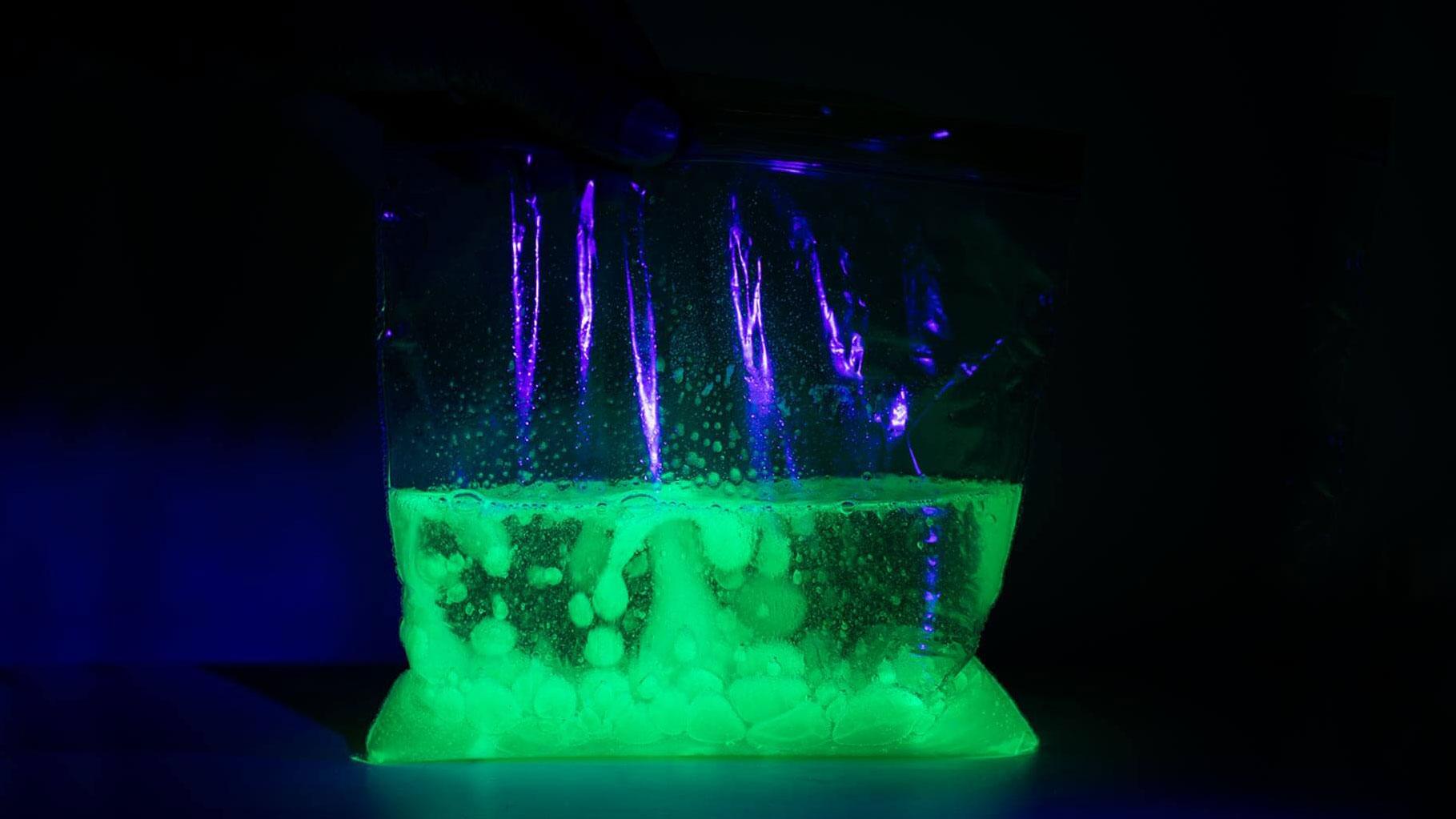 """Ziploc bag  experiment to make a lava """"bag"""""""
